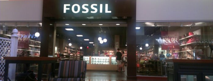 Fossil Outlet is one of Shopaholic.