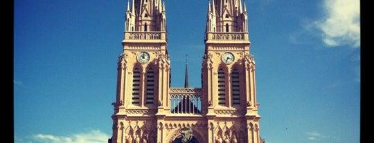 Basílica Nuestra Señora de Luján is one of สถานที่ที่ Maru ถูกใจ.