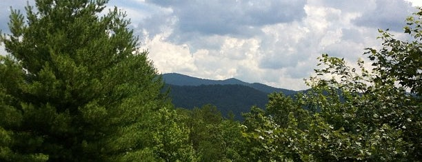 Blue Ridge Mountains is one of Tim 님이 좋아한 장소.
