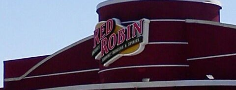 Red Robin Gourmet Burgers and Brews is one of Posti che sono piaciuti a Cornelius.
