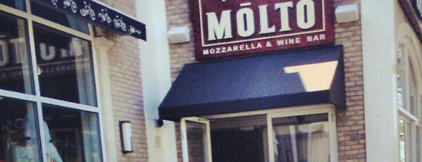 Molto Wine Bar is one of Lugares favoritos de Emily.