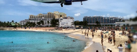 Sonesta Maho Beach Resort, Casino & Spa is one of Orte, die Pavel gefallen.