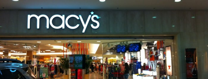 Macy's is one of Marciaさんのお気に入りスポット.