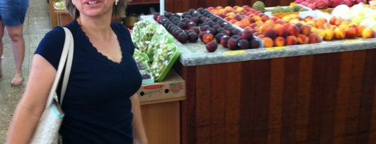 Tatu Shopping Frutas is one of Locais Preferidos Fly Burgers.