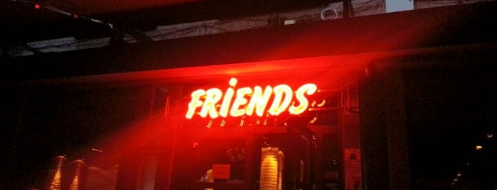 Friends Bar & Dinner is one of Tempat yang Disukai Berkant.