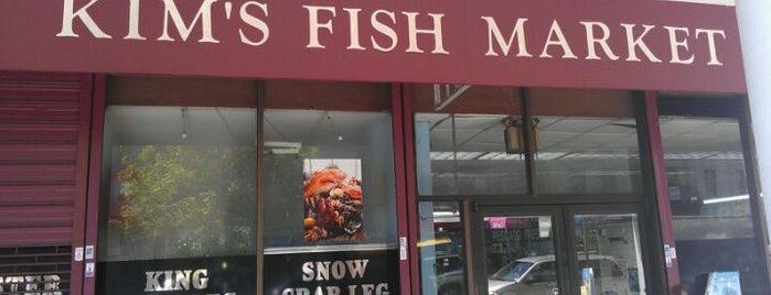 Kim's Fish Market is one of Lugares favoritos de Moses.