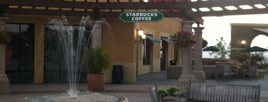 Starbucks is one of Lugares favoritos de Lawrence.