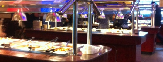 Hibachi Grill Supreme Buffet is one of Locais curtidos por Mike.