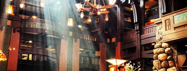 Disney's Grand Californian Hotel & Spa is one of Lieux qui ont plu à Aljon.