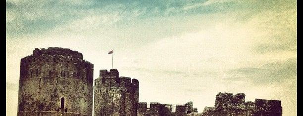 Pembroke Castle is one of Tempat yang Disukai Tobias.