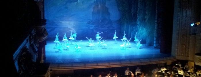 Национальная опера Украины is one of Locais curtidos por Michael.