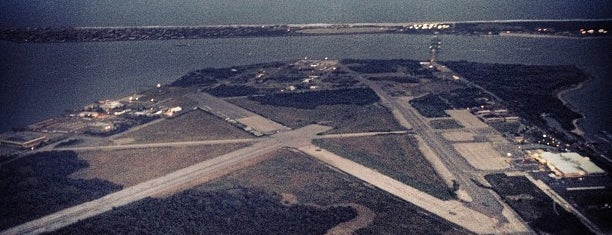Floyd Bennett Field is one of Posti che sono piaciuti a Erik.