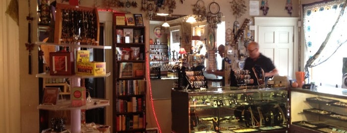 White Light Bookstore and Crystals is one of Sherry 님이 좋아한 장소.