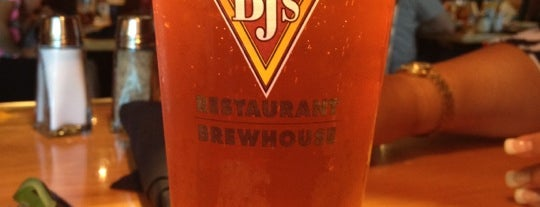 BJ's Restaurant & Brewhouse is one of Alex 님이 저장한 장소.