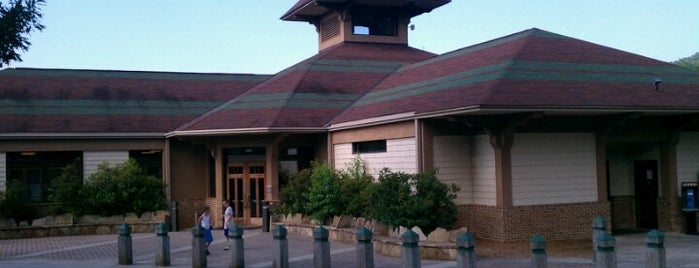 Jane Hurt Yarn Interpretive Center is one of Lugares favoritos de Kevin.