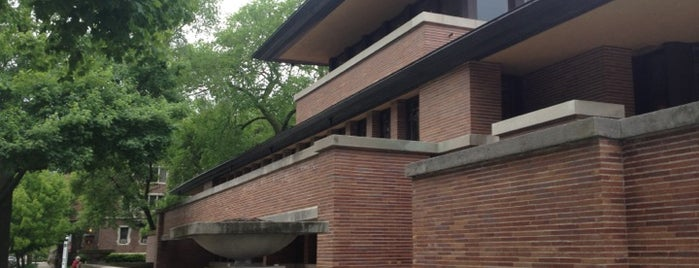 Frank Lloyd Wright Robie House is one of 101 places to see in Chicago before you die.