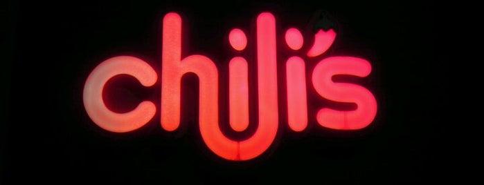 Chili's Grill & Bar is one of Tempat yang Disukai Gwen.
