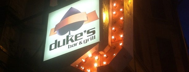 Duke's Bar & Grill is one of Locais curtidos por Melissa.