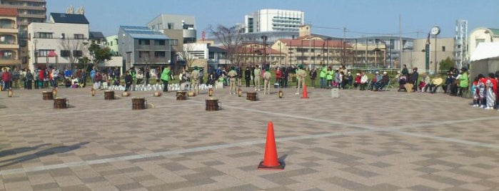 アクト通り 東ふれあい公園 is one of 登下校の道.