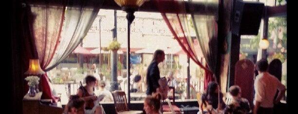 The Gypsy Den Grand Central Café is one of สถานที่ที่ Yaniva ถูกใจ.