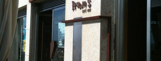 Brown's Café Bar is one of Locais salvos de Ana.