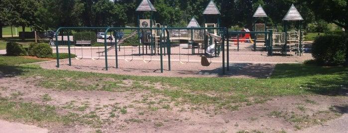 Rosland Park is one of Alan'ın Beğendiği Mekanlar.