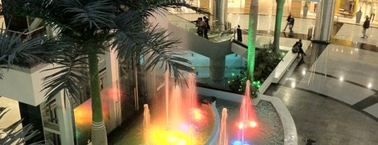 Centro Comercial Calima is one of Mauricioさんのお気に入りスポット.