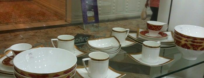 Royal Porcelain Fortune is one of Lieux qui ont plu à Pravit.