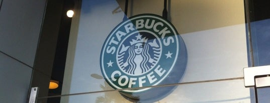 Starbucks is one of Robertoさんのお気に入りスポット.