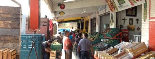 Central De Abasto is one of Posti che sono piaciuti a Ana.