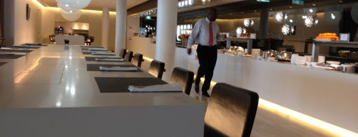 Qantas Business Lounge is one of Dave 님이 좋아한 장소.