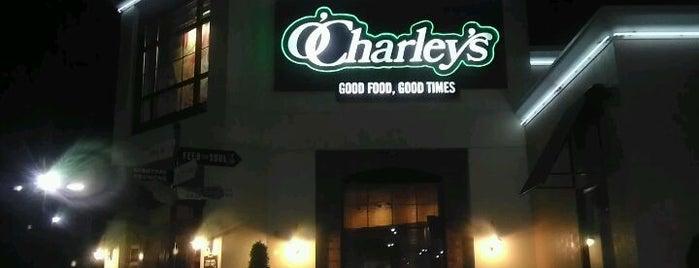 O'Charley's Restaurant & Bar is one of Lizzie'nin Kaydettiği Mekanlar.