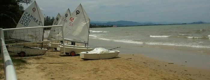 Kinabalu Yacht Club is one of Lieux qui ont plu à Daniel.