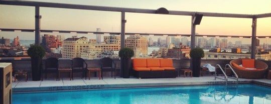 Plunge Rooftop Bar & Lounge is one of Posti che sono piaciuti a Nick.
