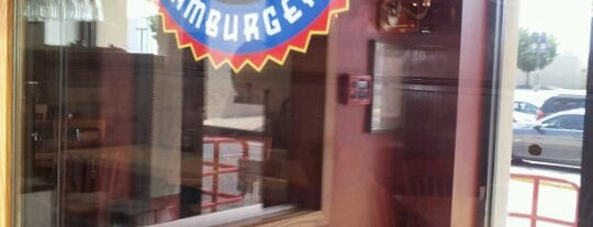 Fuddruckers is one of Lieux qui ont plu à Aljon.