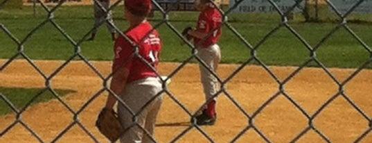 St Josephs Baseball Field is one of Orte, die Tommy gefallen.