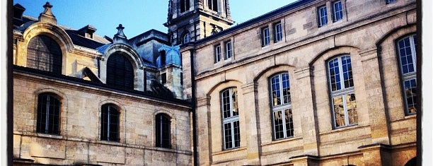 Cour Mably is one of Bordeaux.
