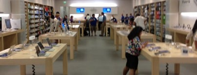 Apple West Town Mall is one of 😳😍😃.