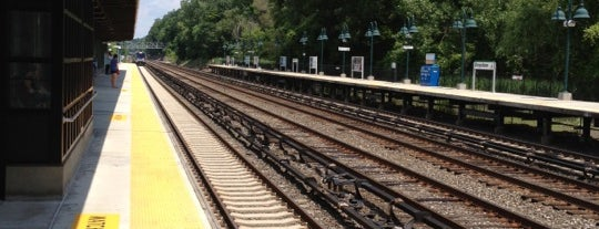 Metro North - Greystone Train Station is one of Lugares favoritos de Dionne.
