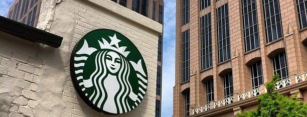 Starbucks is one of Orte, die Alex gefallen.