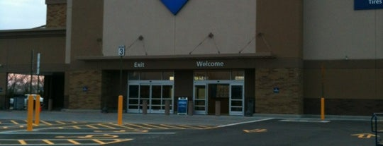 Sam's Club is one of Locais curtidos por Lisa.