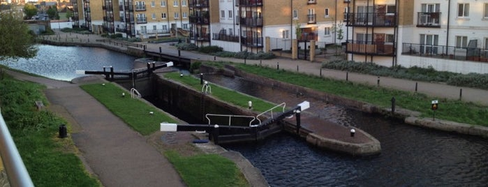 Johnson's Lock (Regents Canal) is one of England.