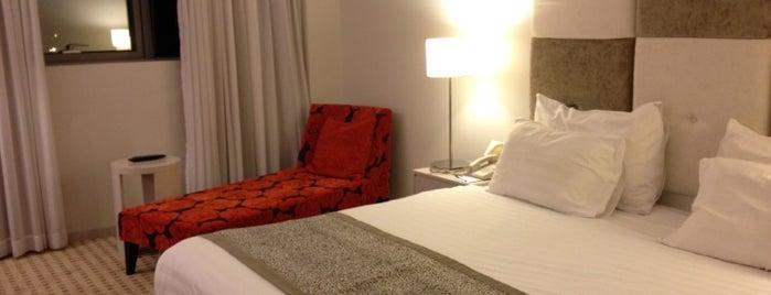 Sadot Hotel is one of Posti che sono piaciuti a Bill.