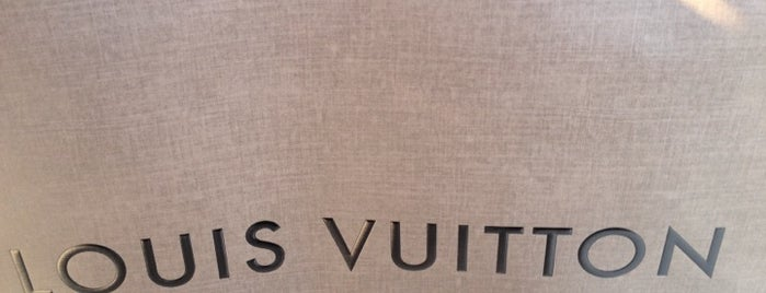 Louis Vuitton is one of Orte, die Ben gefallen.