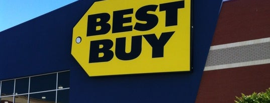 Best Buy is one of Lugares favoritos de Sarah.