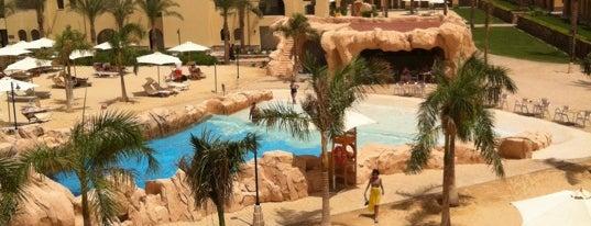 Stella Di Mare Beach Resort & Spa Makadi Bay is one of Posti che sono piaciuti a Yulia.