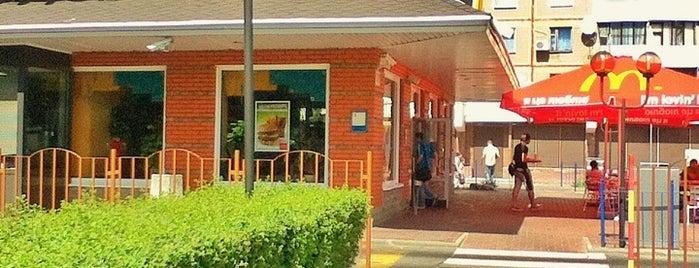McDonald's is one of Locais curtidos por Lenyla.