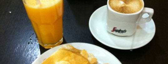 Panificadora Pão Lins is one of Loucos por Café.