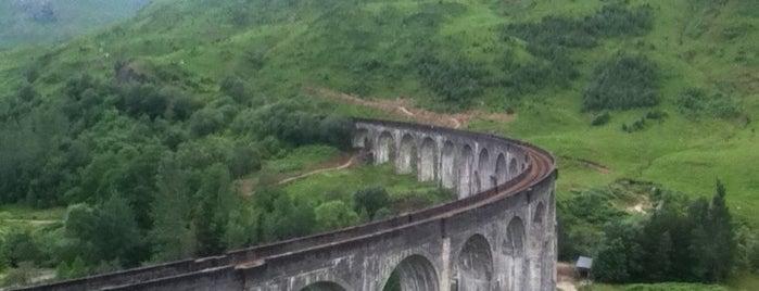 Glenfinnan Viaduct / Harry Potter's Bridge is one of Kristin'in Beğendiği Mekanlar.