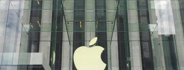 Apple Fifth Avenue è uno dei 101 posti da vedere a Manhattan prima di morire.